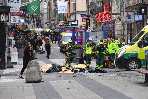 В Стокгольме грузовик въехал в толпу людей