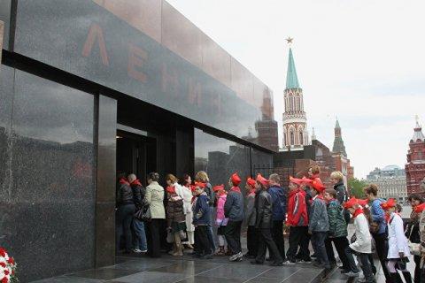 Растет число россиян, выступающих за сохранение тела В.И.Ленина в Мавзолее на Красной площади