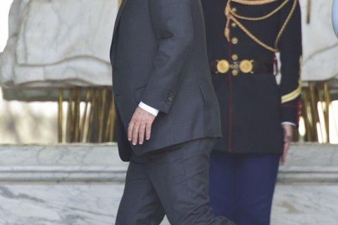 Иносми: Правление Олланда заканчивается политическим хаосом
