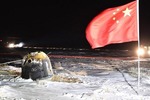 Китайский зонд «Чанъэ-5» с образцами лунного грунта вернулся на Землю