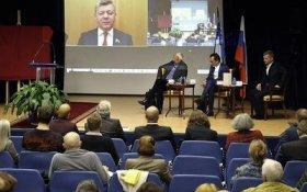 Дмитрий Новиков приветствовал участников встречи в Париже в честь Мориса Тореза