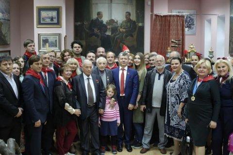 Новиков открыл в Москве выставку картин социалистического реализма