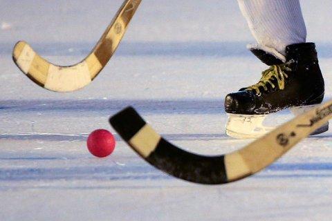 В матче по хоккею с мячом забито 20 голов — все в свои ворота