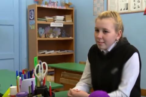 Тане Михеевой из сюжета «Красной Линии» помогают всей страной. Она живет с мамой на 450 рублей в месяц