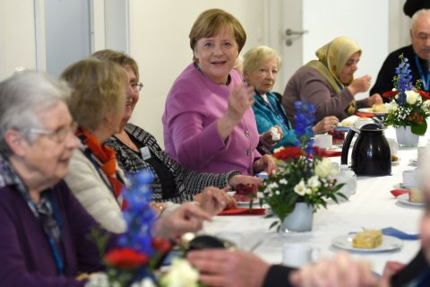 Мало зарабатывавшим пенсионерам нужно повысить пенсии в два раза, предложил министр труда Германии