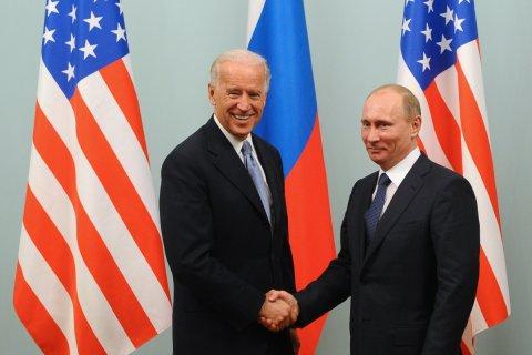 Президенты России и США Владимир Путин и Джо Байден провели первые переговоры по телефону