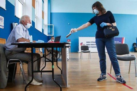 Государственных и оппозиционные опросы на избирательных участках на голосовании по поправкам в Конституцию показывают противоположные результаты