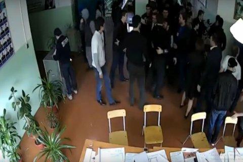 Вброс бюллетеней и избиение наблюдателей в Дагестане зафиксировала камера видеонаблюдения