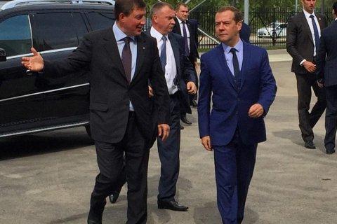 Медведев: просьба не рассказывать о трудностях жизни - это сложно