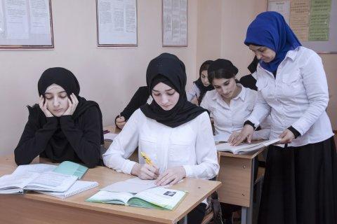 Парламент Чечни разрешил ношение хиджабов в школе