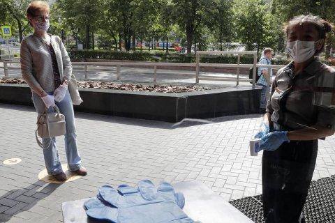 В Москве отменили обязательное ношение перчаток в общественных местах