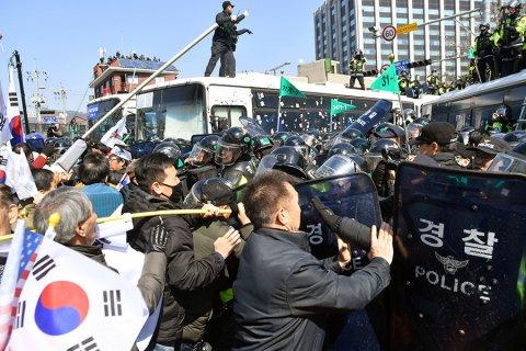 Конституционный суд Южной Кореи подтвердил импичмент президента Пак Кын Хе. Она консультировалась с гадалкой