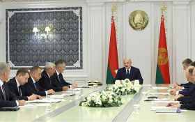 Лукашенко заявил о гибридной войне против Белоруссии