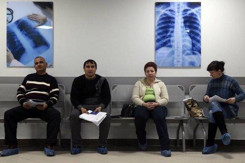 При постоянно падающих доходах населению все труднее оплачивать услуги здравоохранения – эксперт «Точки зрения»